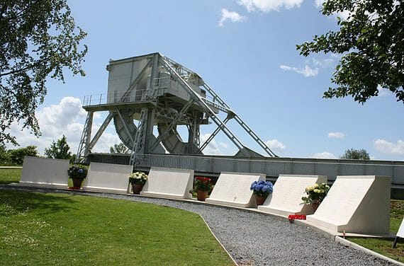 News: WW2: Funeral held for Pegasus Bridge D-Day veteran